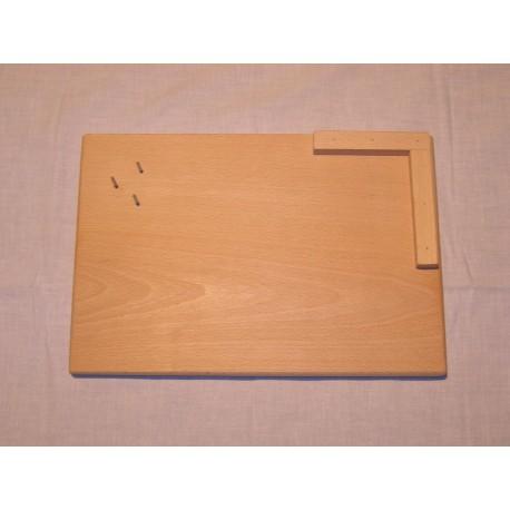 Planche à découper avec cale d'angle et piques pour tenir les aliments
